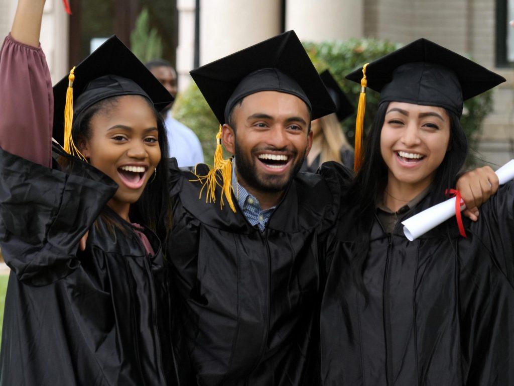 what do graduates earn in UK